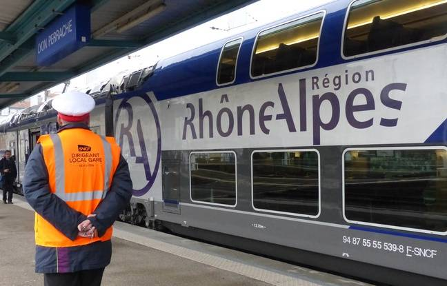 Lyon, le 19 novembre 2014. Illustration d'une rame TER Regio2N.