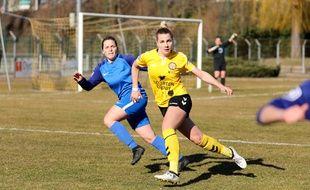 Strasbourg: L'équipe de football féminin de l'AS Pierrots Vauban (en jaune)