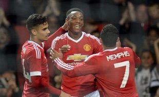 Anthony Martial félicité par ses coéquipiers après avoir marqué avec Manchester United contre Ipswich en Coupe de la Ligue, le 23 septembre 2015.