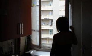 """Quatre familles ont déjà quitté l'immeuble, rapporte le concierge, et d'autres cherchent à vendre. Mais, témoigne une habitante de 23 ans, """"quand ils voient que c'est l'immeuble de Merah, certains acheteurs ne prennent même pas la peine de monter""""."""