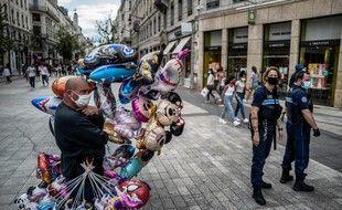La justice retoque l'arrête préfectoral rendant le port du masque obligatoire dans toutes les rues de Lyon.