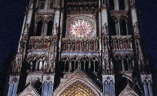 Photo d'un des porches de la façade de la cathédrale d'Amiens
