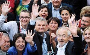 Olivier Falorni célèbre sa victoire aux législatives face à Ségolène Royal le 17 juin 2012.