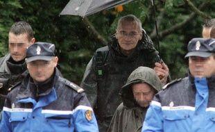 Francis Heaulme le 3 octobre 2006 à Montigny-les-Metz, lors d'une reconstitution des meurtres d'Alexandre Beckrich et Cyril Beyning