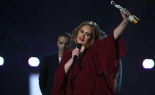 Adele lors des Brit Awards à Londres le 24 février 2016