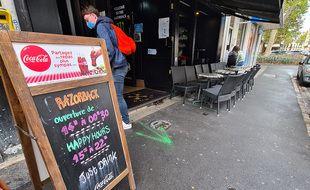 Un bar de la rue Masséna, à Lille.