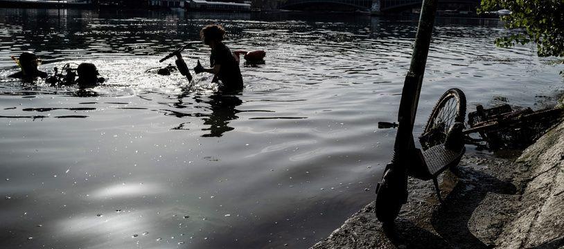 Dimanche 15 septembre, l'association Odysseus 3.1 a repêché 109 trottinettes électriques dans les eaux du Rhône à Lyon.