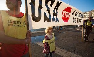 Illustration à Marseille le 10 octobre 2011, journée contre la peine de mort commémorée sur le vieux port par Amnesty International.