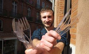 Lancement du site de social dining CoTable.fr par deux Toulousains, Pierre Georges (sur la photo) et Federico Cadrini.
