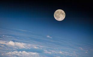 Une photo de la lune prise par la Station spatiale internationale le 18 août et publiée par la Nasa.