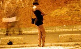 Une prostitué sur une rue parisiennne en 2003.