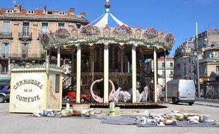 Le manège de la place Laissac devait rester jusqu'en septembre.