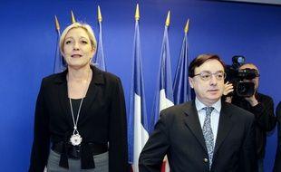 Marine Le Pen et Jean-François Jalkh au siège du parti à Nanterre, lors des élections internes au Front national en 2011.