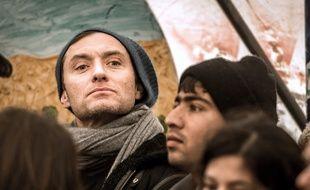 L'acteur Jude Law à la «jungle» de Calais, le dimanche 21 février 2016.