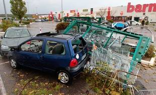 Cabries le 14 octobre 2012 - Il y a deux ans, une petite tornade a fait 25 blessés légers et a occasionné de nombreux dégâts en s'abattant sur la zone commerciale de plan de campagne.