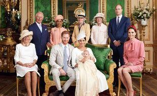 Petite photo de famille (royale) pour Archie, le fils de Meghan et Harry, suite à son baptême