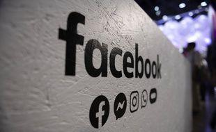 Facebook a lancé jeudi une nouvelle offensive contre des promoteurs de discours extrémistes, violents, antisémites, racistes ou complotistes.