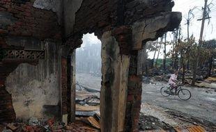 Les violences entre communautés musulmane et bouddhiste dans l'ouest de la Birmanie ont fait au total 50 morts en deux semaines, a annoncé la presse d'Etat samedi, alors que l'attention se tourne désormais vers la détresse des dizaines de milliers de déplacés.
