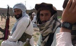 Le nouveau gouvernement du Pakistan prépare un projet d'accord de paix avec les talibans pakistanais, dont certains proches d'Al-Qaïda, très actifs dans les zones tribales du nord-ouest et responsables d'une vague d'attentats, a-t-on appris de sources officielles mercredi.