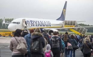 La compagnie Ryanair annonce devoir fermer des bases aéroportuaires en raison des retards de livraison du Boeing 737 MAX.