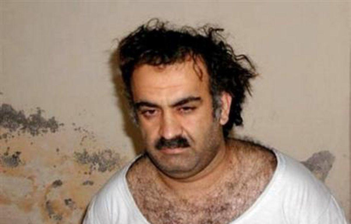 Le Pentagone a annoncé lundi l'inculpation de six hommes soupçonnés d'être directement liés aux attentats du 11-Septembre, dont Khaled Cheikh Mohammed, le cerveau présumé des attentats de 2001, ce qui pourrait leur valoir la peine de mort. – Ho/Archives AFP