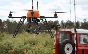 Déjà épaulés par 57 caméras de surveillance traquant le moindre départ de feu, les pompiers chargés de lutter contre les incendies dans la forêt des Landes peuvent désormais compter sur un nouvel allié : un drone fournissant des données sur la progression des flammes.