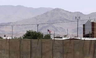 Un drapeau américain flotte encore sur la base de Bagram.