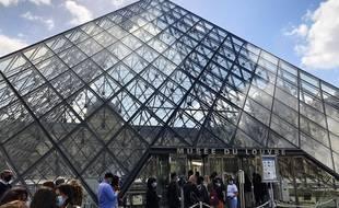 Entrée du musée du Louvre (illustration)