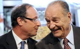 """Nicolas Sarkozy a jugé """"triste"""" mardi que certains essaient de """"faire parler"""" son prédécesseur Jacques Chirac, après des déclarations de l'historien et écrivain Jean-Luc Barré assurant que l'ex-chef de l'Etat avait choisi le candidat socialiste François Hollande."""
