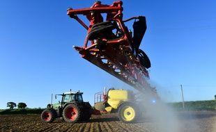 La FNSEA, syndicat agricole productiviste, et l'ONG écologiste WWF, sont des opposants de longue date.