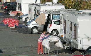 Les voitures des salariés et des clients des entreprises de la zone d'Ar Mor doivent se garer entre les caravanes.