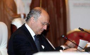 La France a livré des traitements anti gaz sarin à l'opposition syrienne, a annoncé samedi à Doha le ministre des Affaires étrangères français Laurent Fabius.