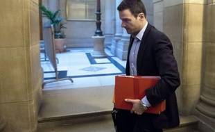 """Jérôme Kerviel, à la peine pour justifier ses dérapages, a insinué mercredi à son procès en appel que ses chefs l'avaient sciemment laissé aller dans le mur afin qu'il serve de fusible à la Société Générale, confrontée en 2007-2008 à la crise des """"subprimes"""" américains."""