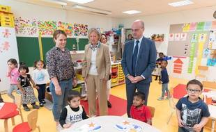 Visite de Jean-Michel Blanquer et Sophie Cluzel dans une école.