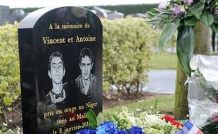 """François Hollande a assuré mardi les familles des deux jeunes Français enlevés à Niamey (Niger) en janvier 2011 et tués quelques heures plus tard au Mali """"que rien ne viendra entraver l'action de la Justice"""", selon l'Elysée."""