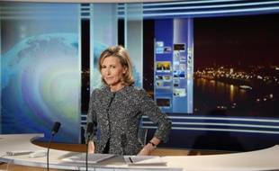 Claire Chazal sur le plateau du JT de TF1 à Boulogne-Billancourt près de Paris, le 24 février 2015