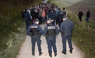 Manifestants opposés aux abattages massifs et CRS se sont fait face ce vendredi matin à Barcus, dans le Pays-Basque.