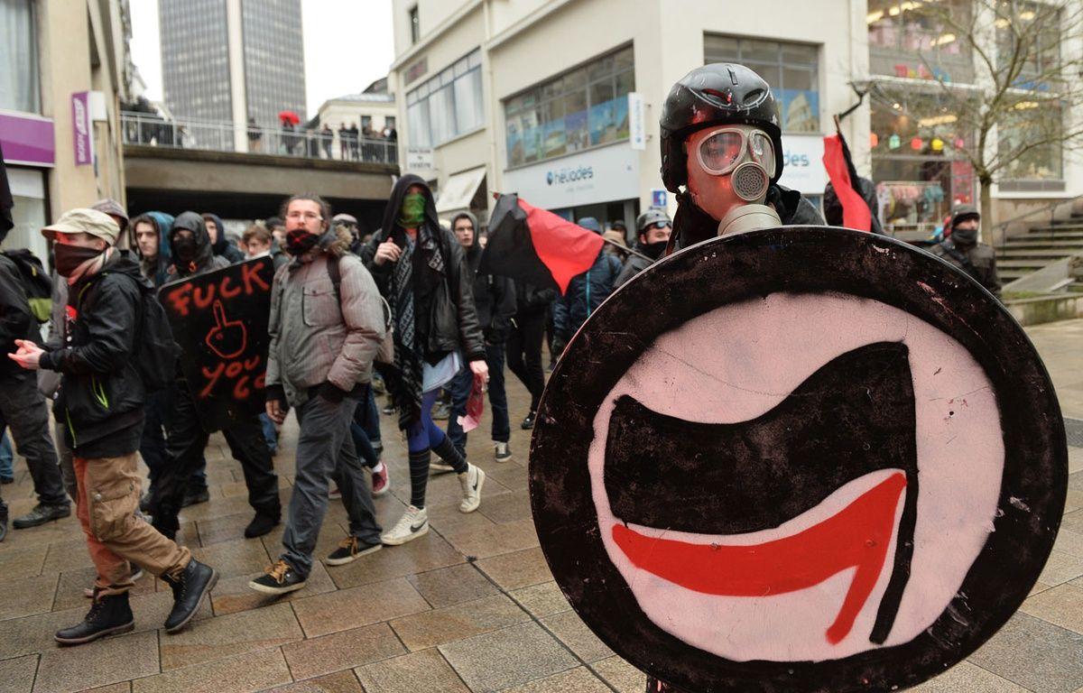 Quelque 300 personnes ont manifesté contre l'état d'urgence, ce samedi 20 février 2016 à Nantes. – JEAN-FRANCOIS MONIER / AFP
