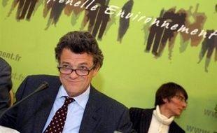 Jean-Louis Borloo, ministre de l'Ecologie, a présenté mercredi en Conseil des ministres un projet de loi de programme relatif à la mise en oeuvre du Grenelle de l'environnement.