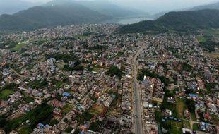 Vue aérienne de la ville de Pokhara, à 200 km à l'ouest de Katmandou, le 30 mai 2015