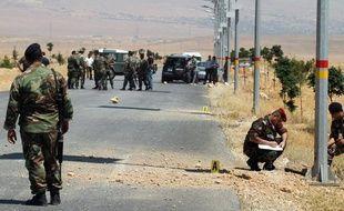 Des soldats inspectent une route à Hermel, au Liban, le 7 juillet 2013.