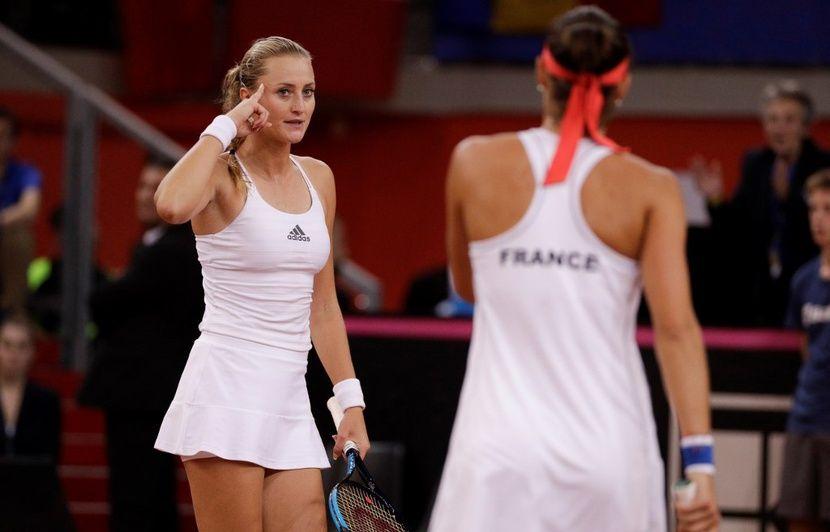 Fed Cup EN DIRECT : Kiki et Caro l'ont fait! Les Bleues remportent le 3e titre de leur histoire seize ans après le dernier... Revivez le match décisif en live...