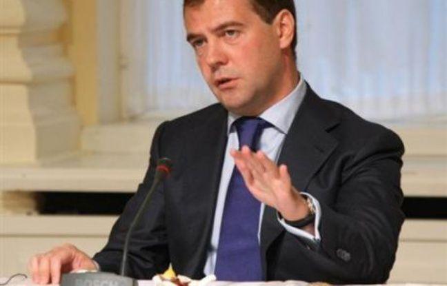 """Le président russe Dmitri Medvedev a annoncé lundi qu'il signerait """"cette semaine"""" des accords de coopération, y compris militaires, avec les républiques séparatistes géorgiennes d'Abkhazie et d'Ossétie du Sud."""