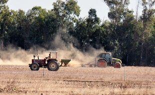 Un agriculteur laboure son champ (photo d'illustration).
