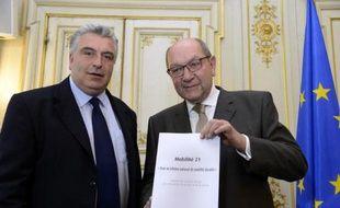 """Le gouvernement a tiré un trait sur le """"tout TGV"""" et les politiques de transport pharaoniques, avec la remise jeudi du rapport de la commission Mobilité 21, dont les orientations en faveur de l'entretien du réseau existant sont déjà largement approuvées par l'exécutif."""