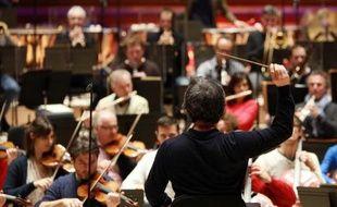 L'orchestre de Radio France sous la conduite du chef d'orchestre sud-coréen Myung-Whun Chung dans le nouvel auditorium de la Maison de la Radio le 14 novembre 2014