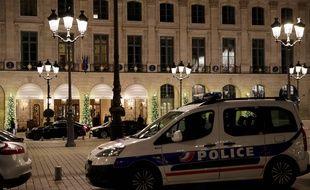 L'hôtel Ritz a été victime d'un braquage le mercredi 10 janvier. Cinq hommes ont tenté de dérober les montres de luxe et les bjoux exposés dans les vitrines de l'établissement de la place Vendôme à Paris. Le butin estimé à 4,5 millions d'euros a été retrouvé.