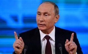 """Le président russe, Vladimir Poutine, a refusé jeudi de parler d'un éventuel successeur, endossant le rôle d'un leader paternaliste y compris à l'égard du """"peuple frère"""" ukrainien, tout en soulignant qu'il ne tolèrerait pas en Russie de manifestations comme à Kiev."""