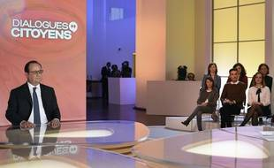 François Hollande dans l'émission de France 2 «Dialogues citoyens».