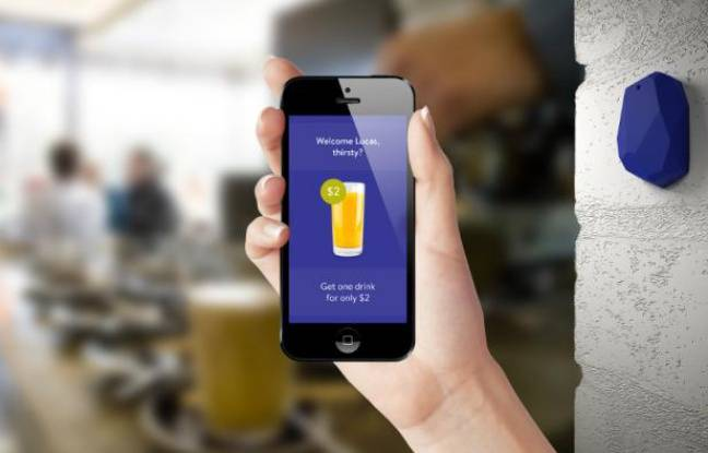 Un «smart beacon» d'Estimote, compatible avec la technologie iBeacon d'Apple.